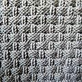 A mesure que le tricot monte, on a vraiment l'impression de tricoter une corbeille d'osier ! Et, en plus, ce point présente l'avantage de...