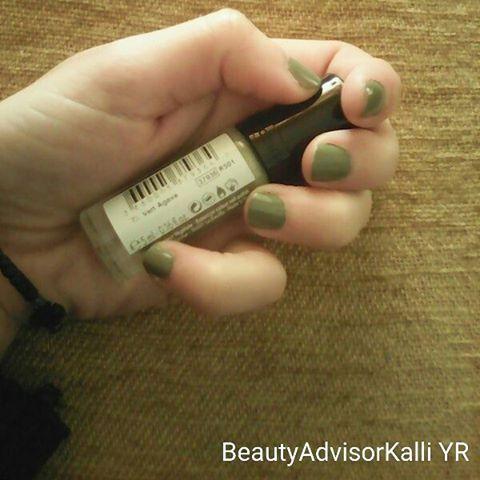 Η απόχρωση ελιάς που λέω εγώ, για σήμερα! Με φυτικές χρωστικές βερνίκι! #yrpopipiraeus #cosmeticvegetal #nails #nails #nailpolish