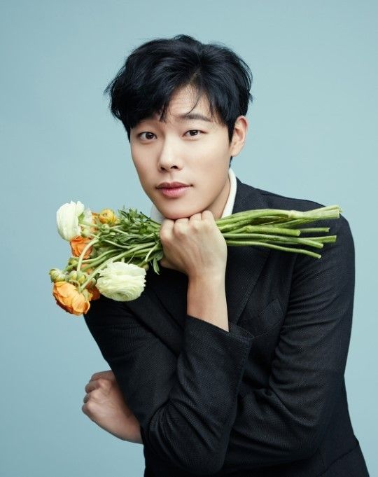 Ryu Joon Yeol is a romantist with flowers for Singapore's 'U Weekly' | allkpop.com