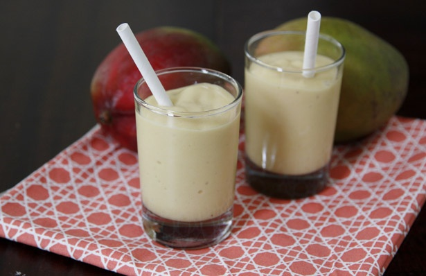 #Tip: Swap coconut milk for yogurt for a tropical smoothie twist!: Milk Smoothie Might, Mango Smoothie, Milk Smoothiesmight, Ripe Bananas, Coconut Milk, Betty Crocker, Coconut Macaroons, Smoothie Recipes, Recipes Smoothie