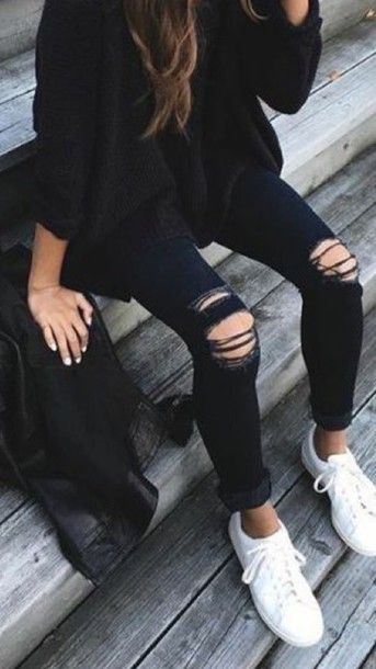 Wheretoget - Black oversized sweater with black ripped jeans and white sneakers