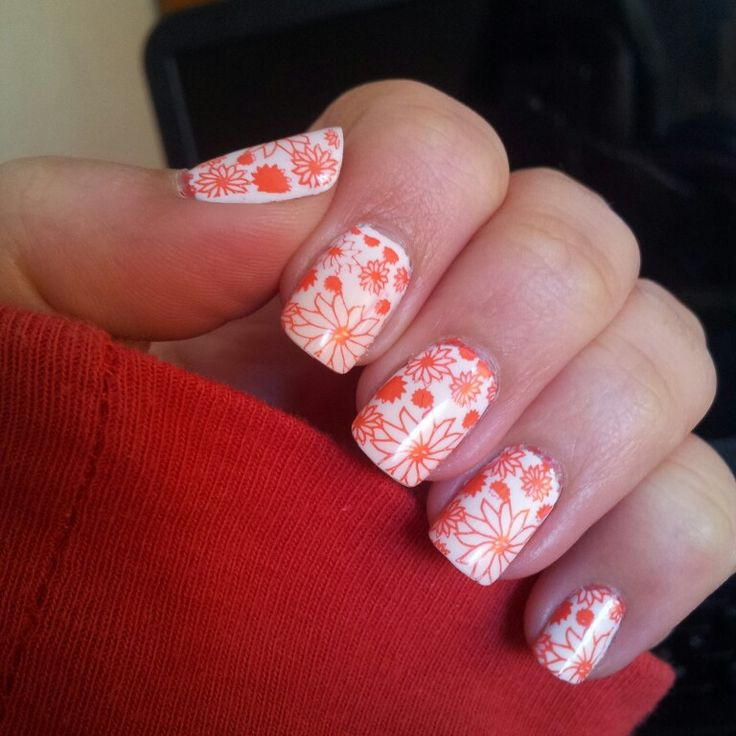 @chinaglaze snow and stamping plate from @moyoulondon