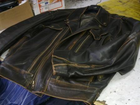 Reparatii haine din piele si cojoace Reparatii haine din piele si cojoace, modificam si vopsim haine din piele. Pantaloni din piele la comanda. www.reparatii-haine-piele.ro Marius Burulean 0720444670