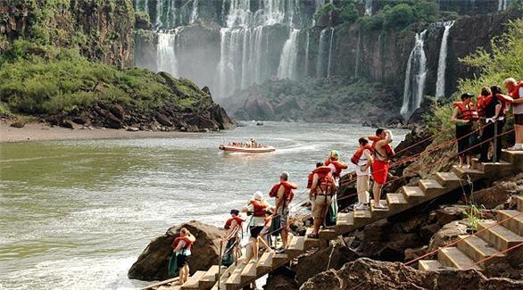 Sí viajaría a Argentina, tomaría un paseo en bote por las cataratas en Parque Nacional Iguazú.