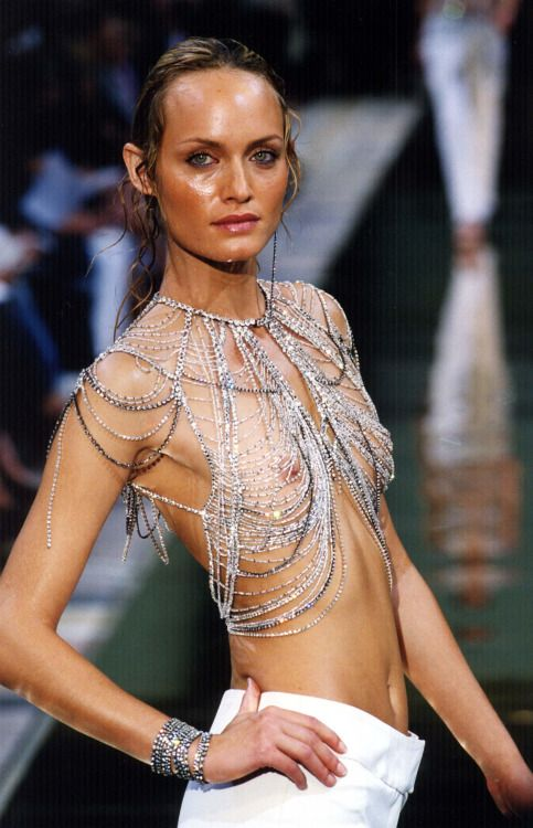 lelaid: Amber Valletta at Chloé, Spring/Summer 2000 | I ...