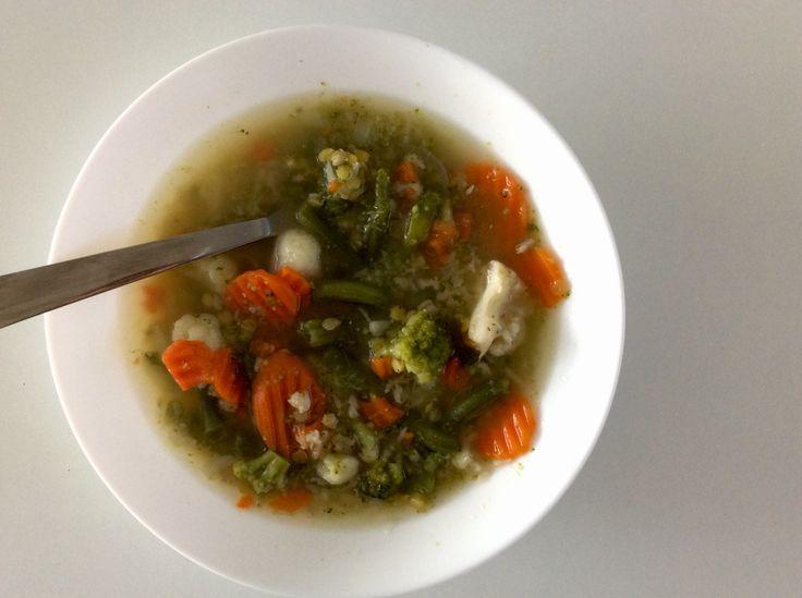 Zeleninová polévka s červenou čočkou a ovesnými vločkami