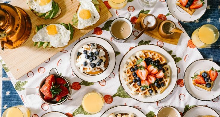 If you're planning to play host to family and friends during the late morning hours this holiday, we advise leaning into brunch's versatility and let your...