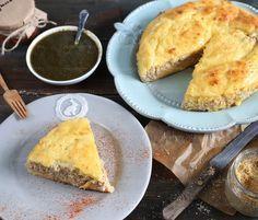 Диетический пирог с курицей и сулугуни без муки можно приготовить как на завтрак, так и на обед, в виде закуски или как отдельное блюдо. Он невероятно сочный и вкусный.  Ингредиенты: Тв