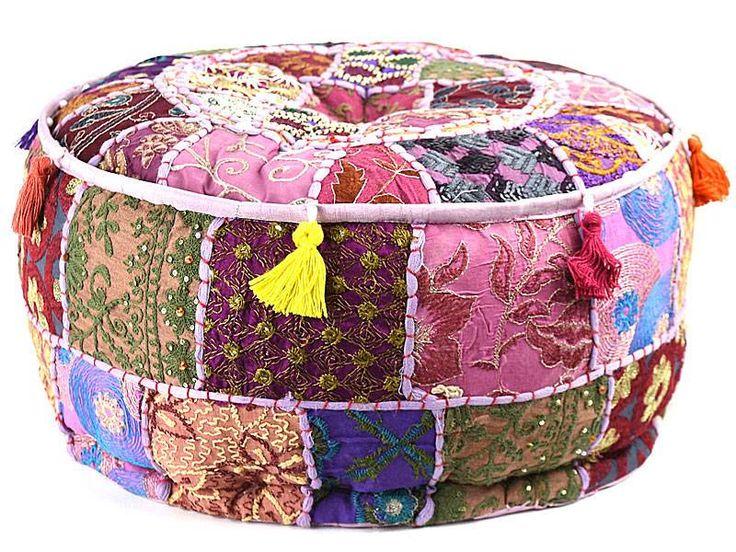 Bohemian poef paars van oosterse patchwork stoffen uit India, met kwastjes en versieringen erop.