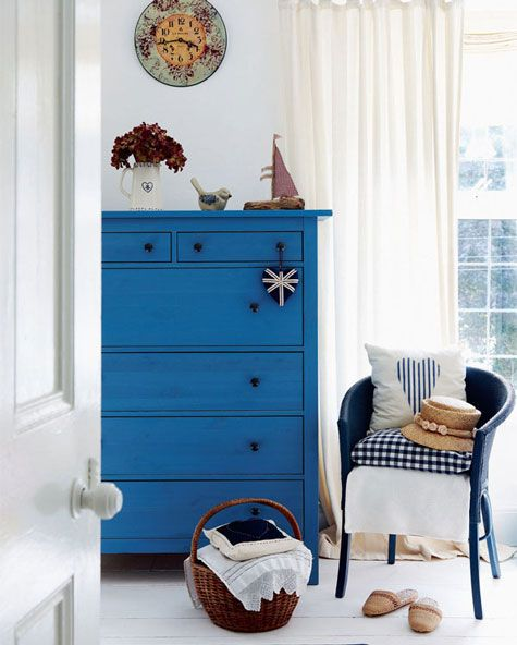 Blue & White bedroom... colors that feed the soul... see http://www.periodliving.co.uk/