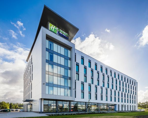 Volumetric hotel by @Chapman-Taylor in Manchester, United Kingdom | #architecture #hotel #modularconstruction #HolidayInnExpress
