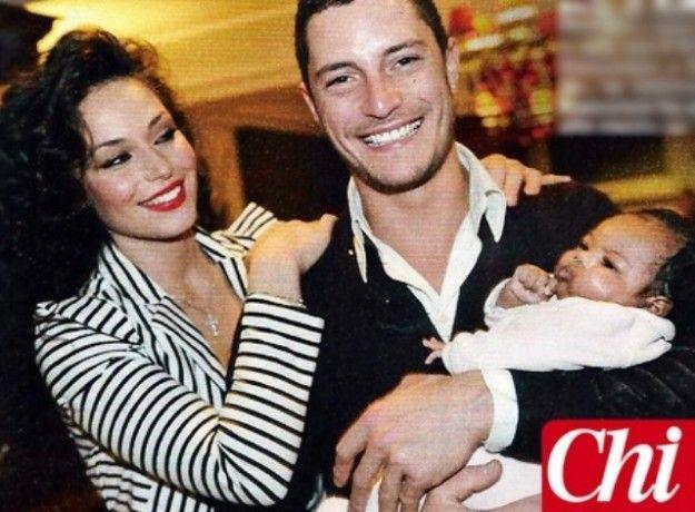 La figlia di Raffaella Fico e Mario Balotelli assomiglia al papà @pourfemmeit  #fico #balotelli #chi