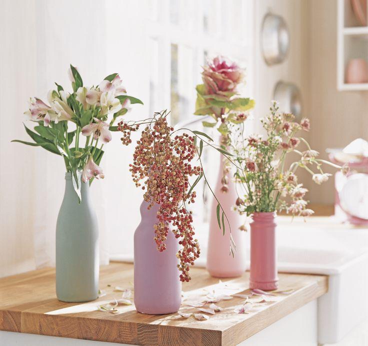 Composición de jarrone de colores con flores_198067 04