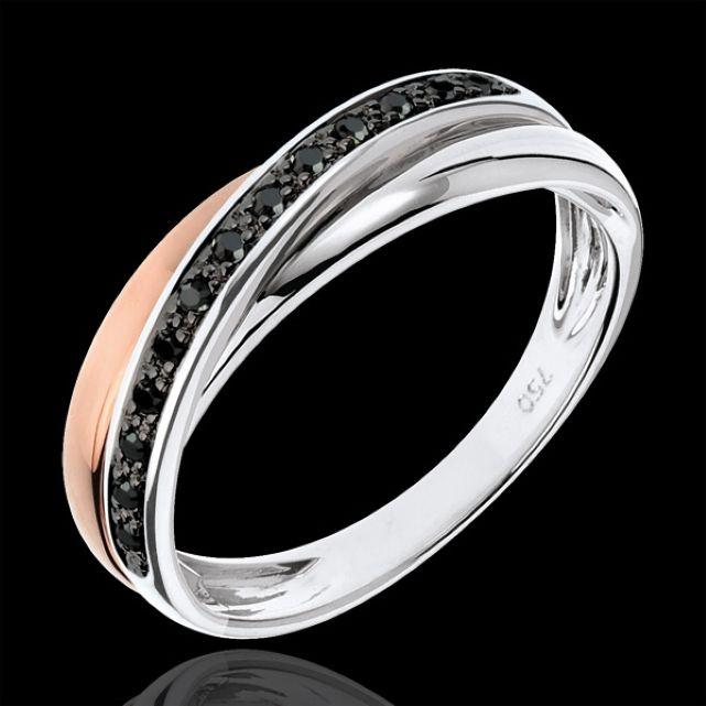 Osez la bague avec un diamant noir, très originale !