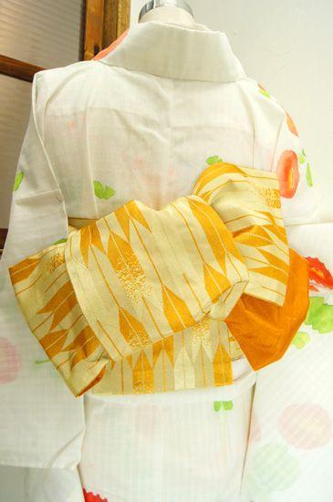 山吹色美しく、小粋な矢羽縞浮かび上がる化繊の半幅帯です。 #kimono