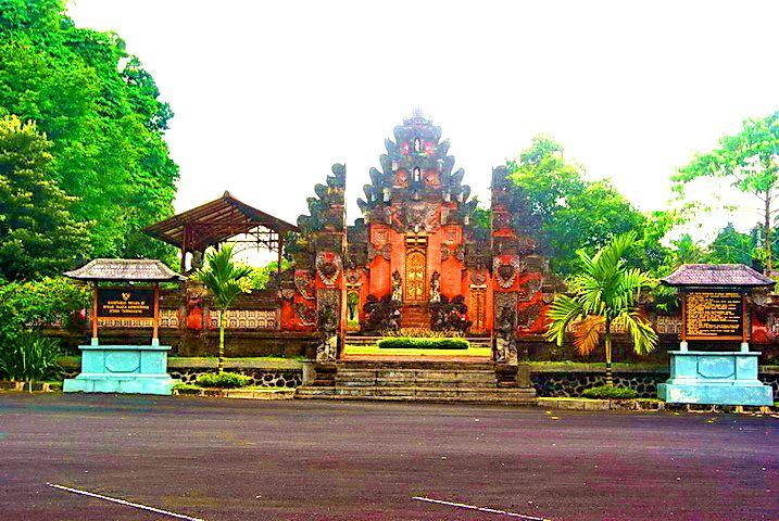 www.baliholidays77.com: Things To Do In Bali : Istana Tampak Siring ( The ...