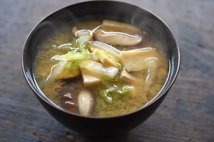 白菜と高野豆腐のみそ汁 ©白ごはん.com