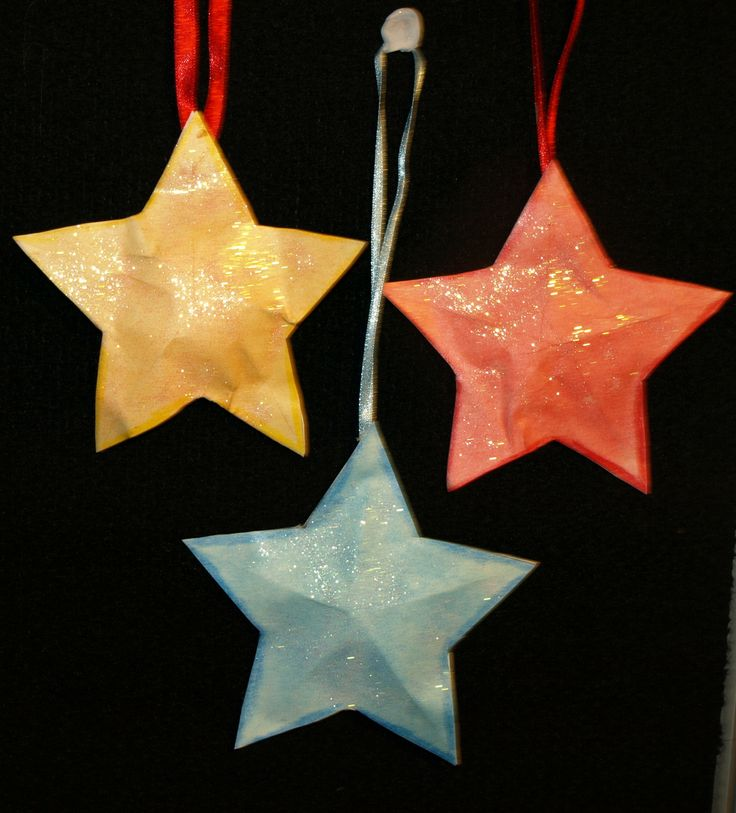 3d Stras suitable for the tree or door. Templates and instructions at http:/www.ezyshaid.com Stars coloured with FLIPTEZ