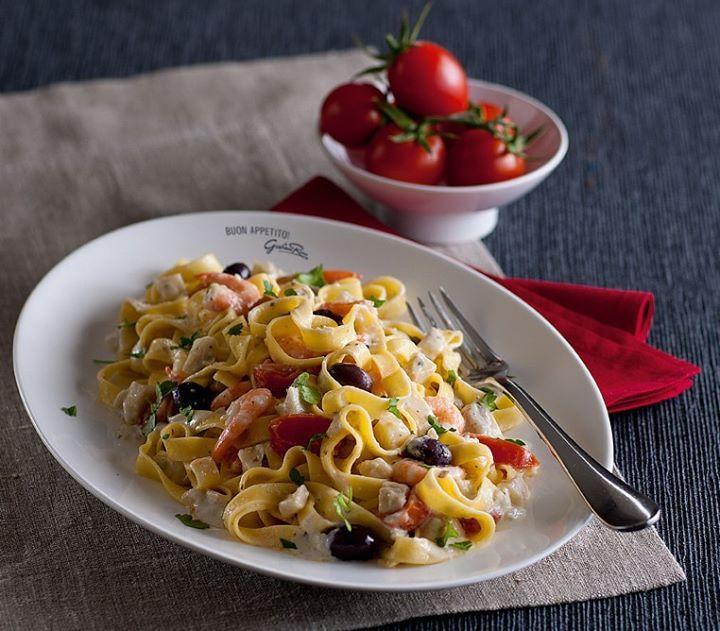 Tagliatelle ai carciofi con gamberi, olive e pomodorini. Venite a provarlo nei miei Ristoranti!
