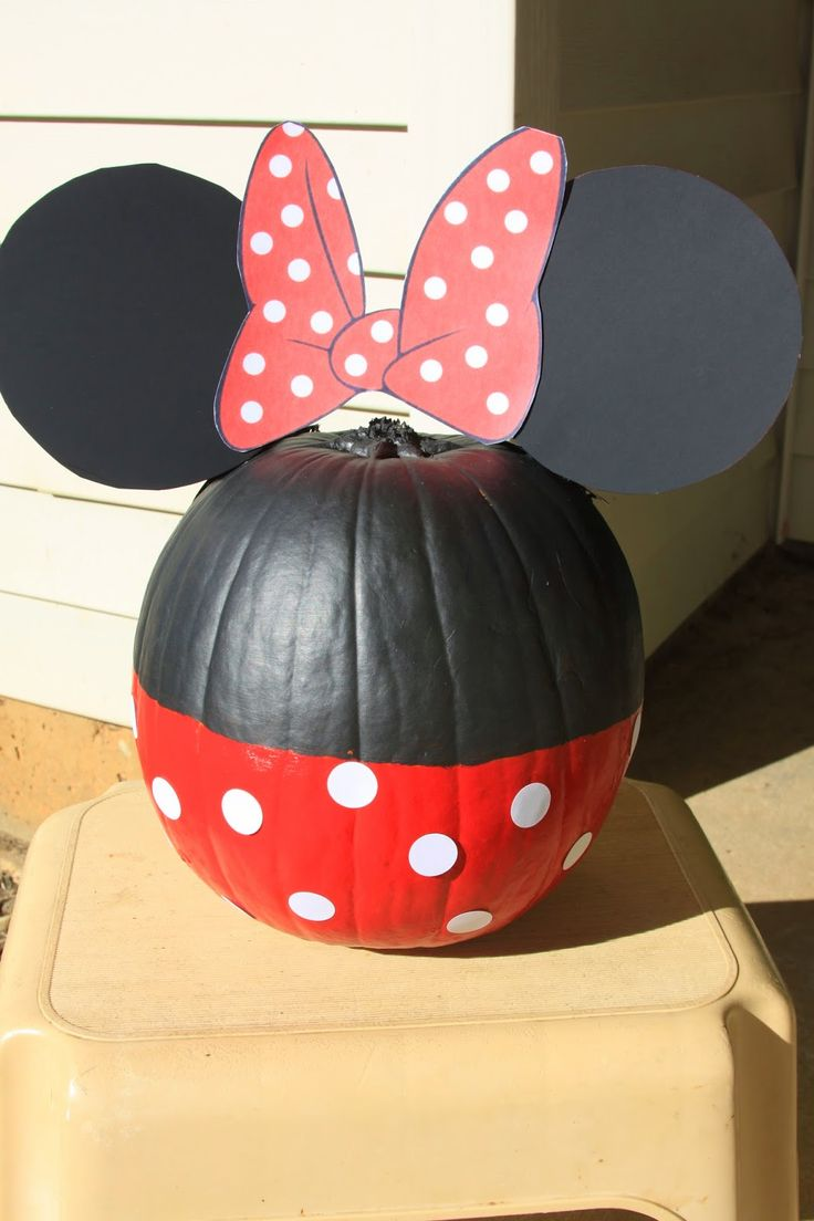 Minnie mouse halloween painted pumpkin i love disney for How to paint a mickey mouse pumpkin