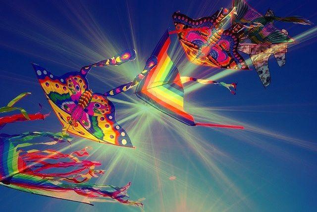 al 22-4-2016 al 01-05-2016, Cervia è pronta ad entusiasmare il suo grande pubblico con il consueto ed attesissimo Festival Internazionale dell'Aquilone 2016, dieci giorni di festa, di colori, di creatività per tutte le famiglie in viaggio a Cervia, per i gruppi di amici e per le coppie che vogliono concedersi giorni di relax e benessere.  Il Festival Internazionale dell' Aquilone 2016, il grande teatro degli aquiloni che renderanno la spiaggia di Pinarella di Cervia.
