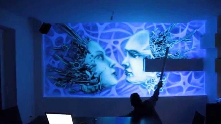 Black light mural, biomechanical mural. Malowidło ścienne wykonane farbami UV zawierające luminofor. Malowidło ścienne po oświetleniu świetlówką UV świeci w ciemności. Wall painting