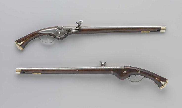 Anonymous | Radslotpistool, Anonymous, 1640 - 1650 | Deel van een koppel. Het slot is onversierd; het buitenliggende rad is gegraveerd met een S en heeft een haak aan de onderzijde; het pandeksel wordt geopend met een drukstift. De ronde loop is bovenop voorzien van een ribbe, aan de achterzijde geflankeerd door twee korte ribben; onderop gemerkt met C.M.I.L. De kolf heeft een zeshoekige greep; de kolfknop is van ivoor; onder de drie slotbouten zitten drie schroefplaatjes van koehoorn; de…