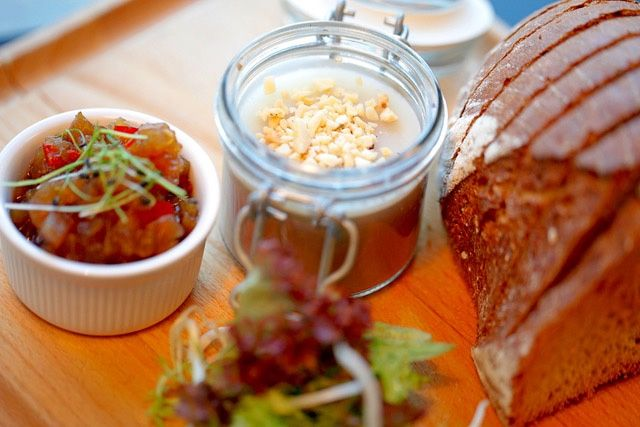Poultry pâté with almonds, toasted bread with fruit chutney