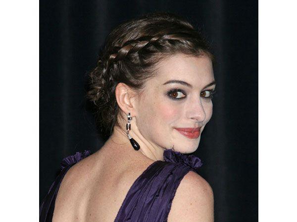 Anne Hathaway con peinado y maquillaje bohemio para novia