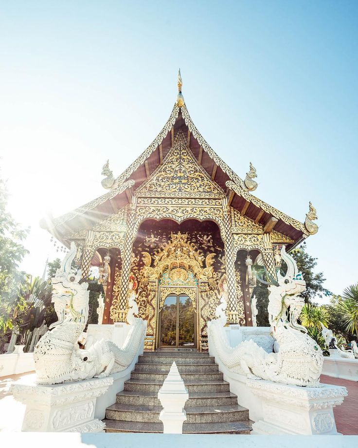 An other temple in Chiang Mai wich is a lovely city in Thailand. This one is pretty white and shines like a diamond in the day #culture #photography #welcome #thailand #north #asia #beautiful #nice #discover #adventure #explore #chiangmai #temple #white #light #sunlight #tropical #high #travel #trip #worldtour #gold #golden #teal #bluesky #sunny #steps