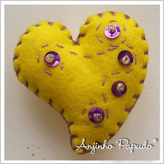 Be my Valentine.Yellow Heart Brooch, by anjinhopapudoShop on Etsy.