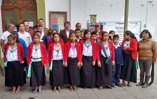 CANTAN HIMNO NACIONAL EN NÁHUATL, NIÑOS DE LA PRIMARIA BILINGÜE VICENTE GUERRERO, EN ACTO CÍVICO PRESIDO POR ALCALDE REENÉ HUERTA - http://www.esnoticiaveracruz.com/cantan-himno-nacional-en-nahuatl-ninos-de-la-primaria-bilingue-vicente-guerrero-en-acto-civico-presido-por-alcalde-reene-huerta/