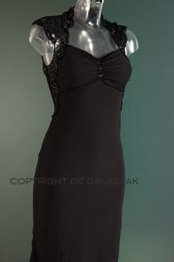 Cocktailjurk kerst zwart met kanten schouders en rug 0433.  Hier doe je het dan voor! Of 1 van de vele andere jurken die te vinden zijn bij De Gala Zaak.