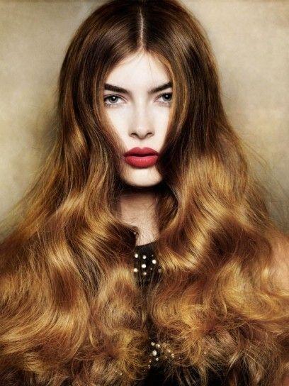 Capelli+castani+con+riflessi+sulle+lunghezze - Punte+luminose+sui+toni+del+biondo+per+questo+taglio+lungo+di+capelli+castani.