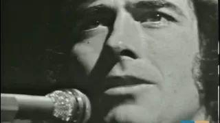 Este es un vídeo de Joan Manuel Serrat cantando la saeta un popular poema de Antonio Machado