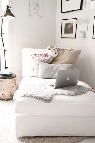 Cozy chaise reading nook. Sheepskin, pillows, reading lamp, and of course, a Macbook. ❋
