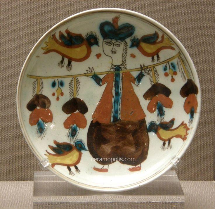 Kutahya Plate Male Figure 18th – Benaki Islamic Museum