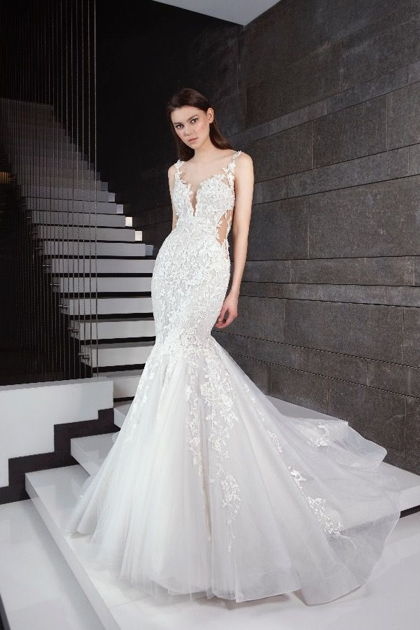 966ed8618 Beaded floral applique fit and flare tulle skirt wedding dress. | Tony Ward  | Style: SANCIAXS