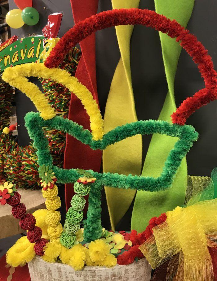 Carnaval 2018 Schuitemaker Bv Groothandel In Bloemisterij Artikelen En Seizoens De Carnaval Decoratie Knutselen Carnaval Decoraties Carnaval Bloemstukken