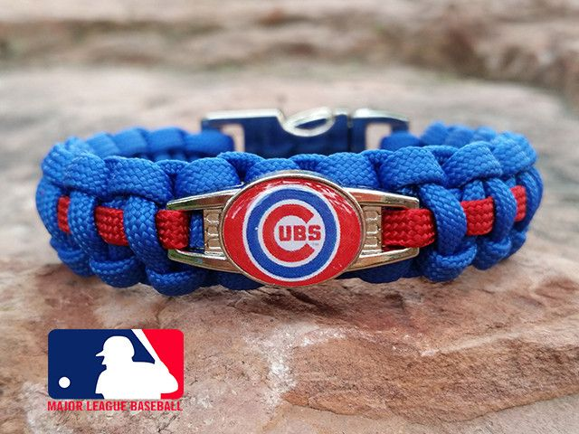 """Officially licensed MLB Chicago CubsParacord Bracelet that is hand-crafted by our team of Disabled Military Veterans. Our stylish Officially Licensed Chicago Cubsbracelet will show everyone that you're a proud fan.- Made out of high quality 450 and 550 pound test paracord- Sizes = 7.5"""" are made with thinner gutted paracord and secured with 3/8"""" buckle- Sizes = 8"""" are made with thicker regular paracord and secured with 5/8"""" buckle- Made with curved side release buckle for easy one handed…"""