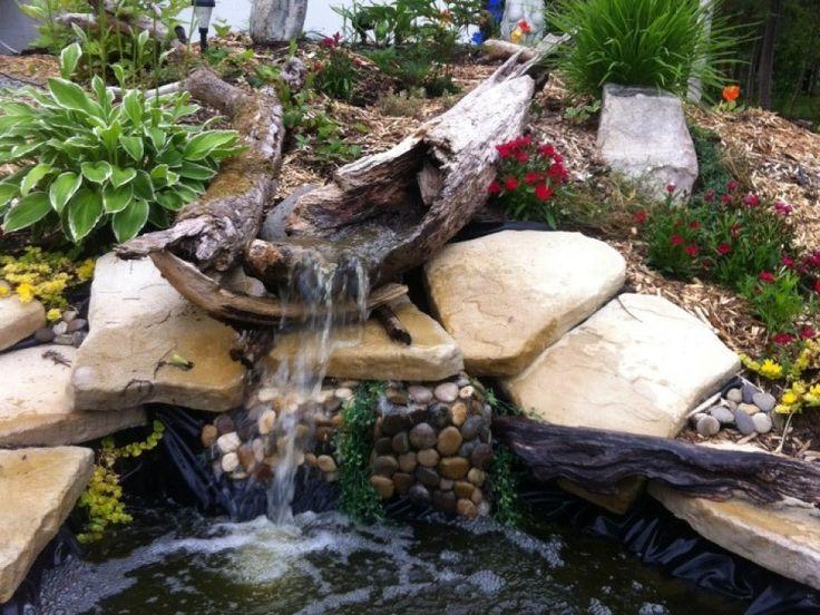 Chantale Bouchard participe au décor CULTURAT   Nous avons fait un joli bassin d'eau entouré d'une rocaille. À partir d'un arbre creux trouvé sur les rives du lac Macamic, nous avons ajouté une petite cascade et quelques poissons.