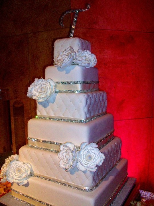 white wedding cake with bling 1000 images about bling wedding cakes on 27402