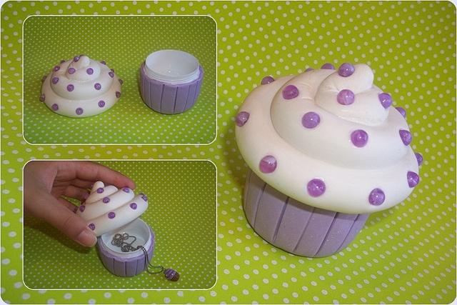 Cupcake porta-treco! by .:Céu de Confeti:. por Roberta Santos, via Flickr