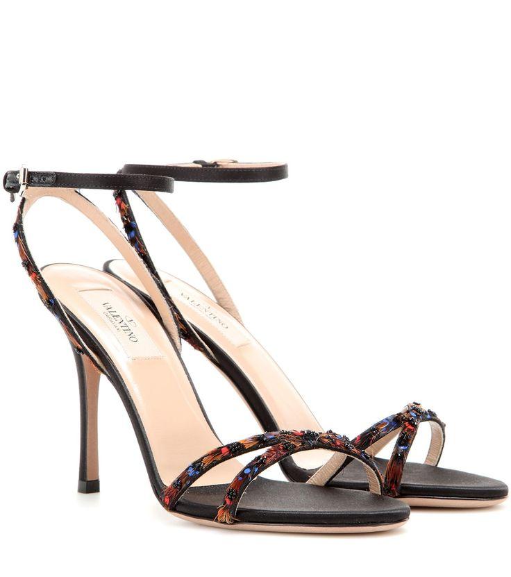Schwarze Sandalen aus Satin mit Federverzierung By Valentino