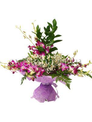 ВЕНЕЦИЯ  Необыкновенно прекрасный и необычный букет, состоящий из нежной орхидеи дендробиум станет чудесным подарком по любому поводу. Переплетение изящных веток орхидеи с изумрудным рускусом, деликатная альстромерия оттененная белоснежными соцветиями гипсофилы, настоящий шедевр с своей простоте!