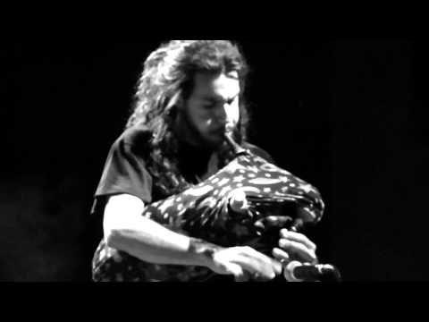 Γιάννης Χαρούλης-Πάνω στ' αργυρό σκαμνί - YouTube
