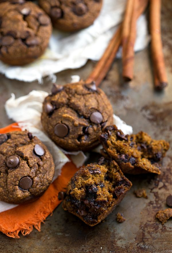 {Skinny & Healthy} Pumpkin Chocolate-Chip Muffins