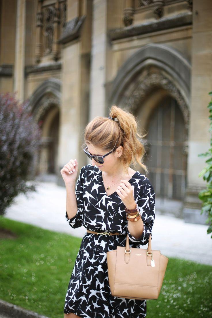 Casual Look. Look con vestido de pájaros. A trendy life. #casual #trendy #chic #birds #details #lucluc #coach #danielwellington #vogueeyewear #suiteblanco #outfit #fashionblogger #atrendylife www.atrendylifestyle.com