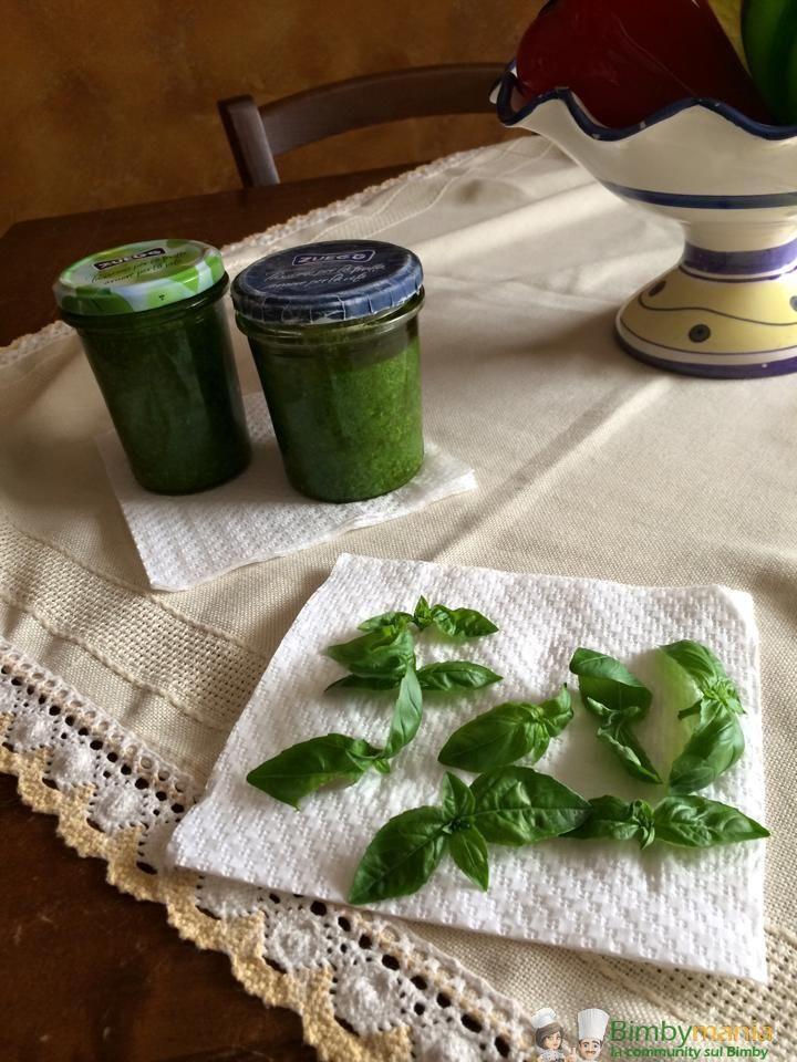 Pesto alla genovese Bimby, con la primavera i vasi finalmente abbondano di profumato basilico, quale momento migliore per fare il pesto? Ingredienti: ...