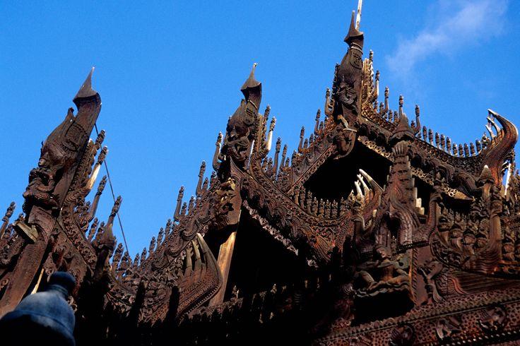 """Mandalay: stupendo padiglione in teck del """"fu"""" Palazzo Reale"""